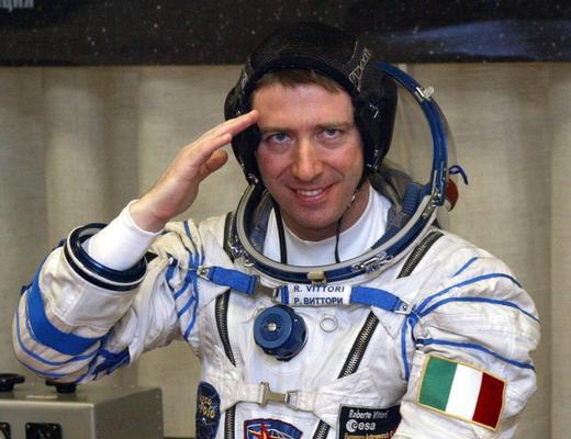 Dallo Spazio a Siracusa la tuta spaziale dell'astronauta Vittori