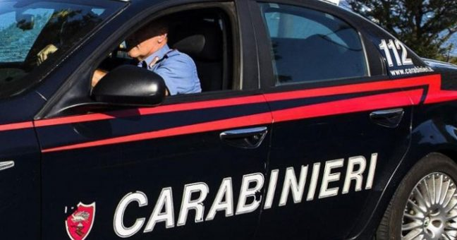 Rissa tra romeni a Vittoria, bottiglie contro i carabinieri: quattro arresti