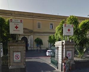 Sparatoria a Catania in pieno giorno, ferito da proiettili alle gambe