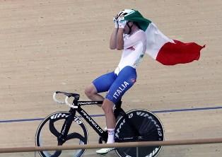 Viviani conquista la medaglia d'oro nel ciclismo su pista