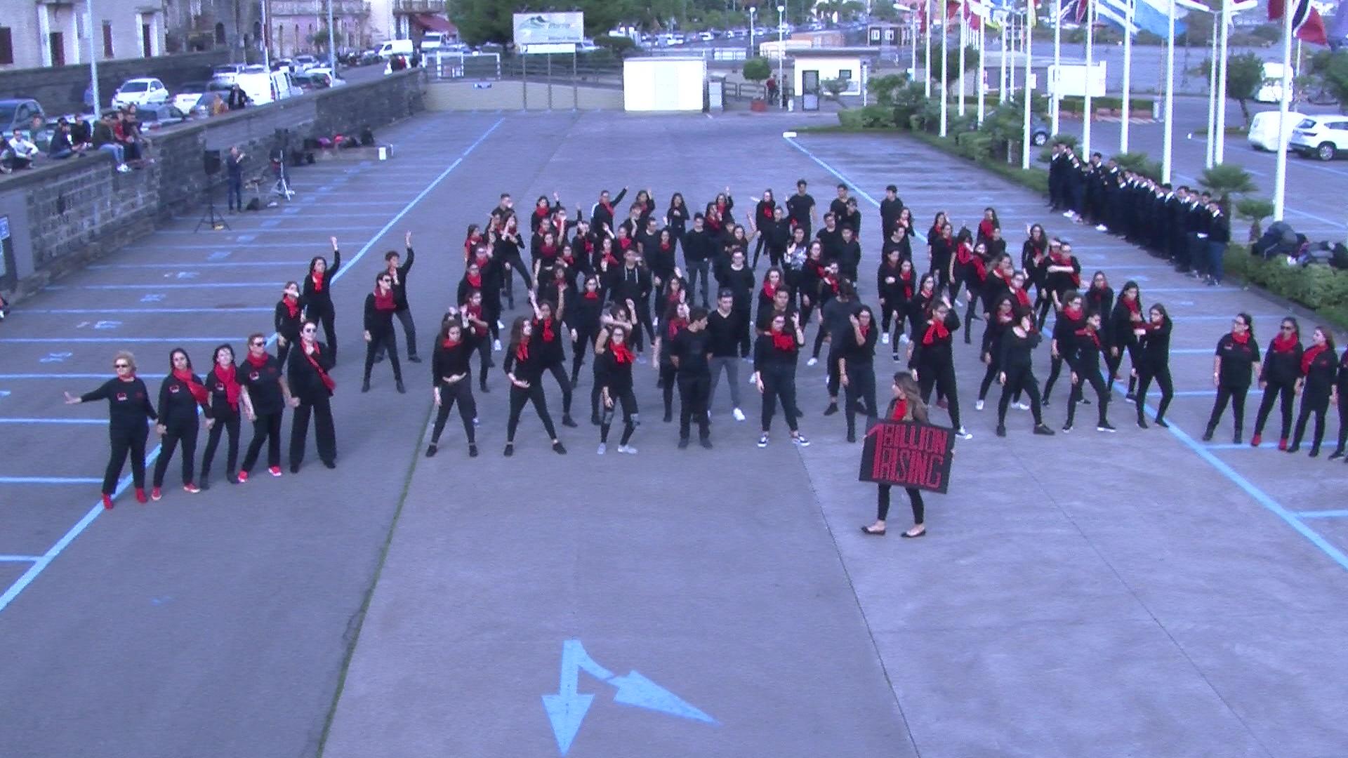 Flash mob degli studenti di Riposto contro ogni forma di violenza