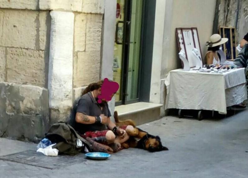 Siracusa, troppi clochard a Ortigia: il Quartiere non li vuole