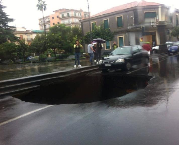 Bombe d'acqua su Siracusa e Catania, a Valverde cede pure la strada