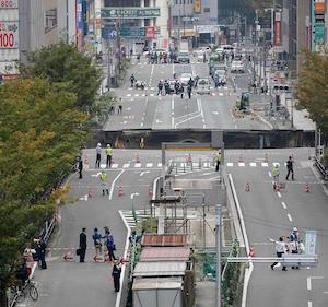 Giappone, gigantesca voragine nel centro di Fukuoka