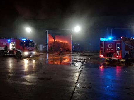 Incendio in un impianto di rifiuti a Santa Maria Capua Vetere, spento dopo 36 ore