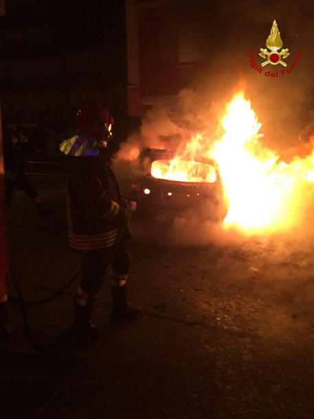 Bomba sotto un'auto nel Vibonese, indaga la polizia di Stato