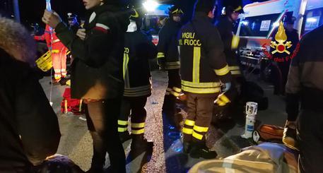 Incendi, in fiamme un palazzo a Reggio Emilia: due morti