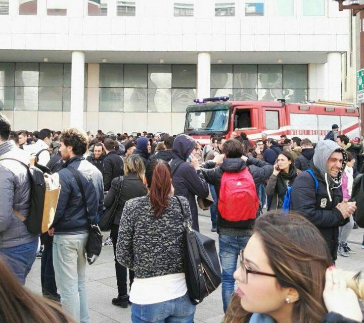 """Incendio all'Università di Napoli, il rettore: """"Atto intimidatorio"""""""