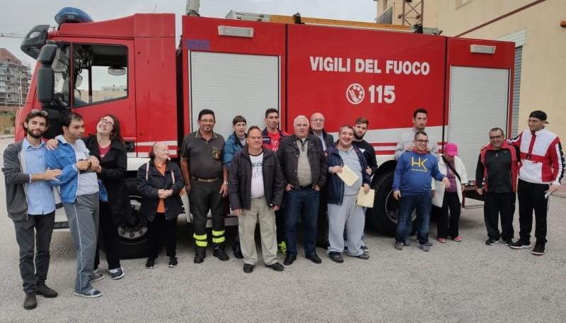 Modica, i ragazzi dell'Anffas ospiti del distaccamento dei Vigili del fuoco