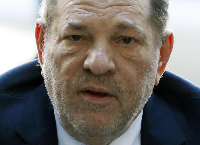 Aggressione sessuale, il produttore Weinstein condannato a 23 anni di prigione