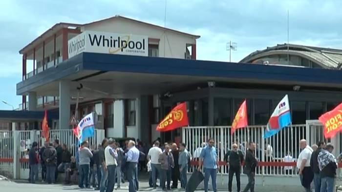 Pronto il decreto per le imprese in crisi: c'è pure la Whirlpool di Napoli