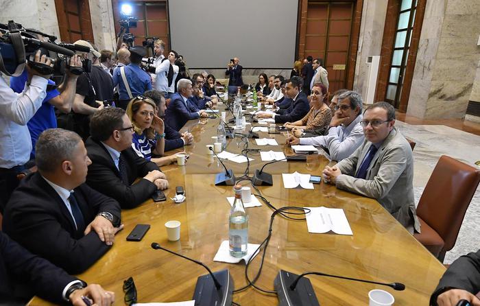 Whirlpool di Napoli, tavolo di crisi aggiornata di una settimana al Mise