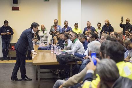 Ex Ilva di Taranto, Bellanova decisa: Mittal deve trattare con i sindacati