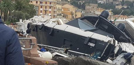 Salta la diga a Rapallo, decine si superyacht contro il molo