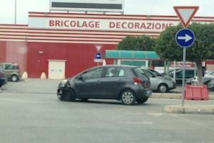 Melilli, scontro tra due auto nel piazzale dell'Auchan