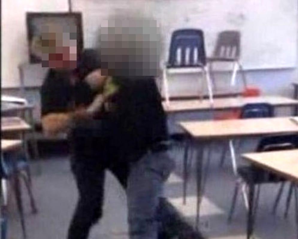 Comiso, studente picchia un insegnante: denunciato e espulso da scuola