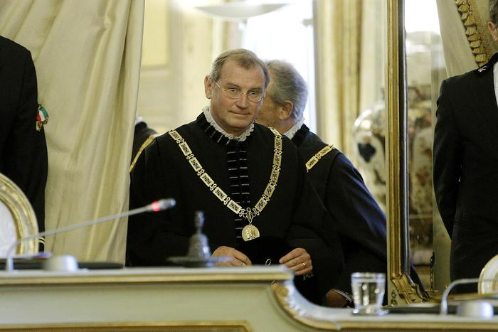 Giudice Costituzionale indagato per peculato