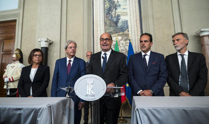 Crisi di governo, Il Pd fissa i  paletti e per Forza Italia un esecutivo di Centro destra