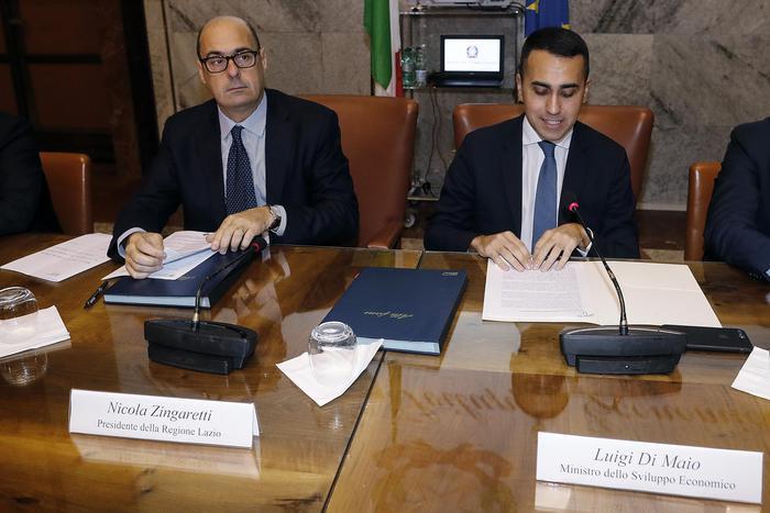 Governo, trattative in alto mare: Di Maio vuole Conte, Zingaretti chiede discontinuità