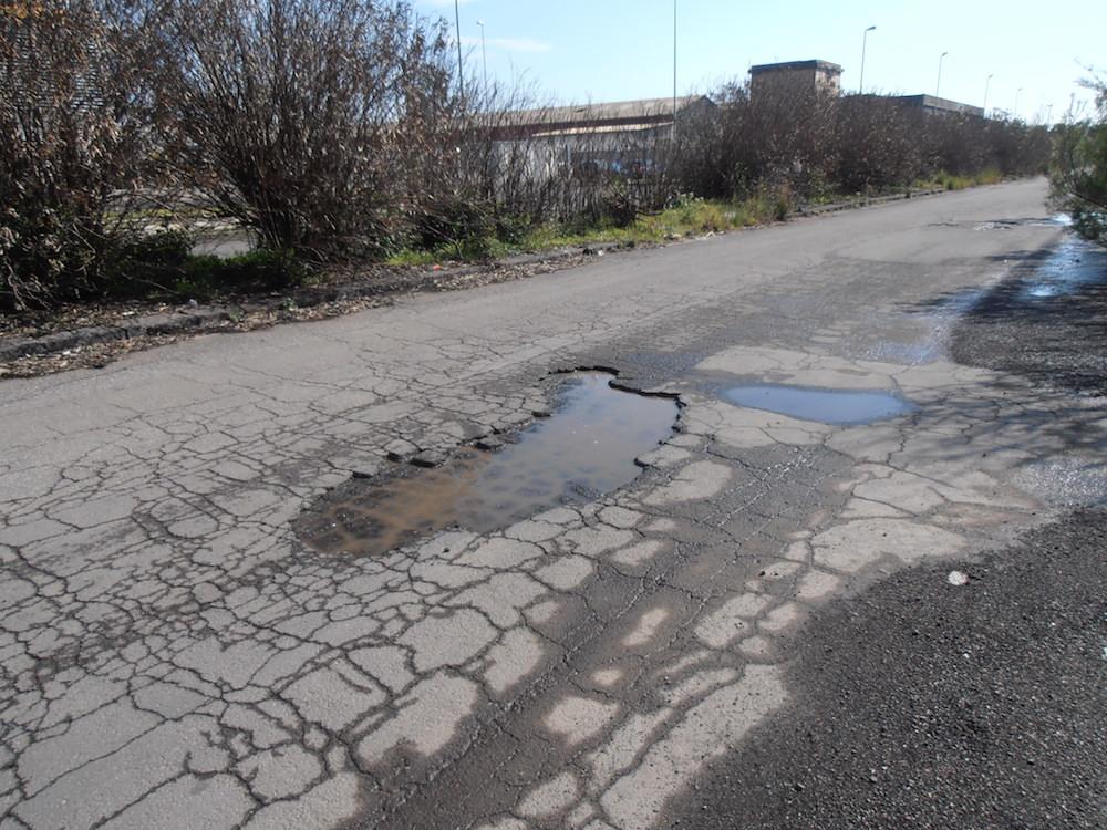 """Catania, """"la zona industriale abbandonata a se stessa"""""""