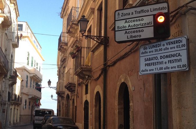 Zona a traffico limitato a Siracusa, nuovi orari per l'out a Ortigia