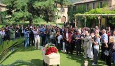 L'ultimo saluto degli amici a Giorgio Albertazzi a Pescaia di Grosseto