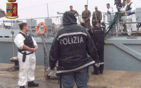Migranti,  in 48 a Pozzallo: preso il  presunto scafista (VIDEO)