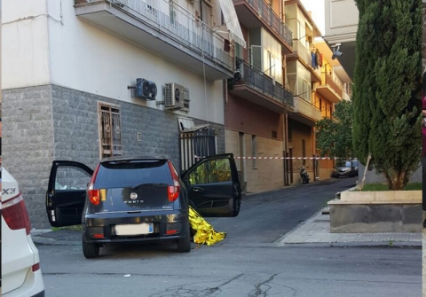 Uomo ucciso con quattro colpi di pistola