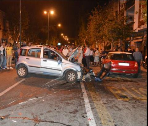 Scontro all'alba sulla Pontina, un'auto si ribalta: sei persone ferite
