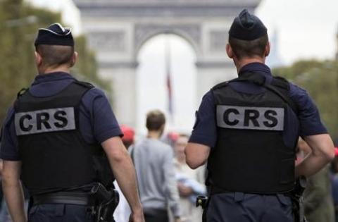 Parigi, bottiglie molotov contro due poliziotti nel sud della città.