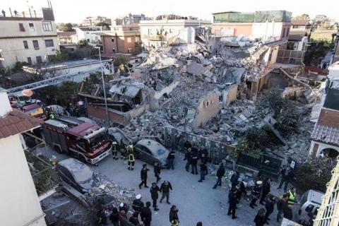 Esplosione palazzina Acilia recuperati i corpi di Debora e Aurora
