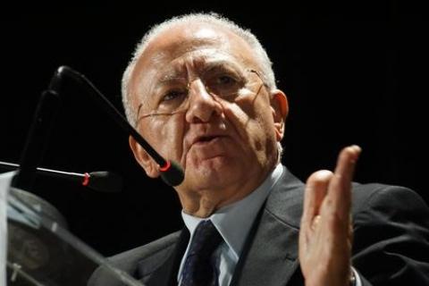 Sì al referendum costituzionale: istigazione al voto di scambio per De Luca