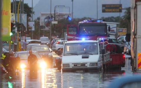 Forte temporale a Palermo: disagi e allagamenti, soccorsi automobilisti