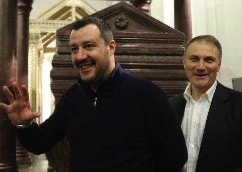 Salvini a Palermo, scontri tra giovani e polizia in Cattedrale