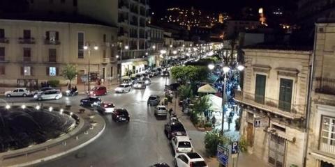 Modica, rissa in piazza Corrado Rizzone: un ferito e tre denunce
