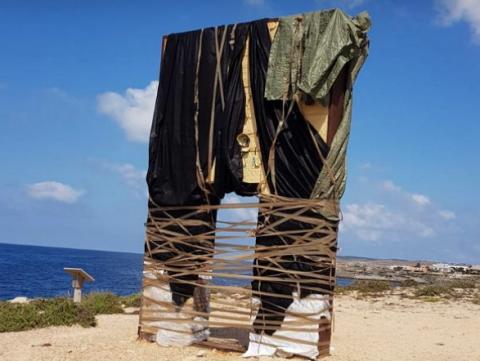 'Sfregio' alla Porta d'Europa a Lampedusa: i social network si scatenano