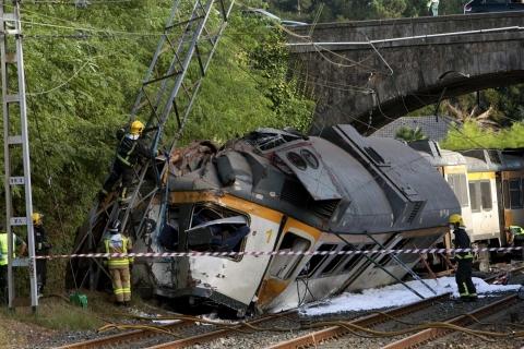 Le immagini del treno portoghese deragliato a O Porriño in Galizia